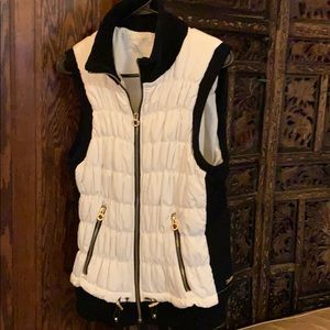 Calvin Klein cream/black performance vest